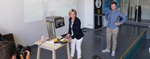 Die Wirtschaftsministerin von Baden-Württemberg benutzt die autonome Speisenerkennung von auvisus